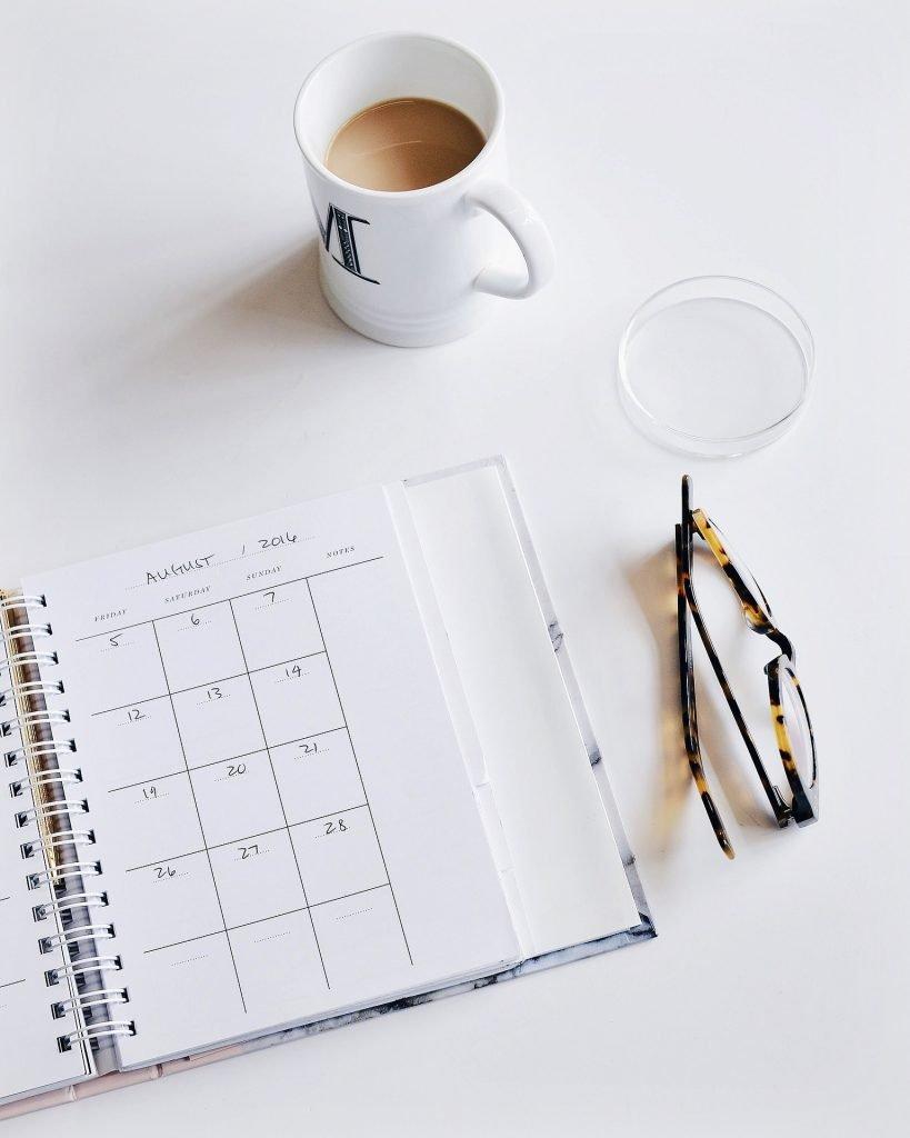 desk-scene-white