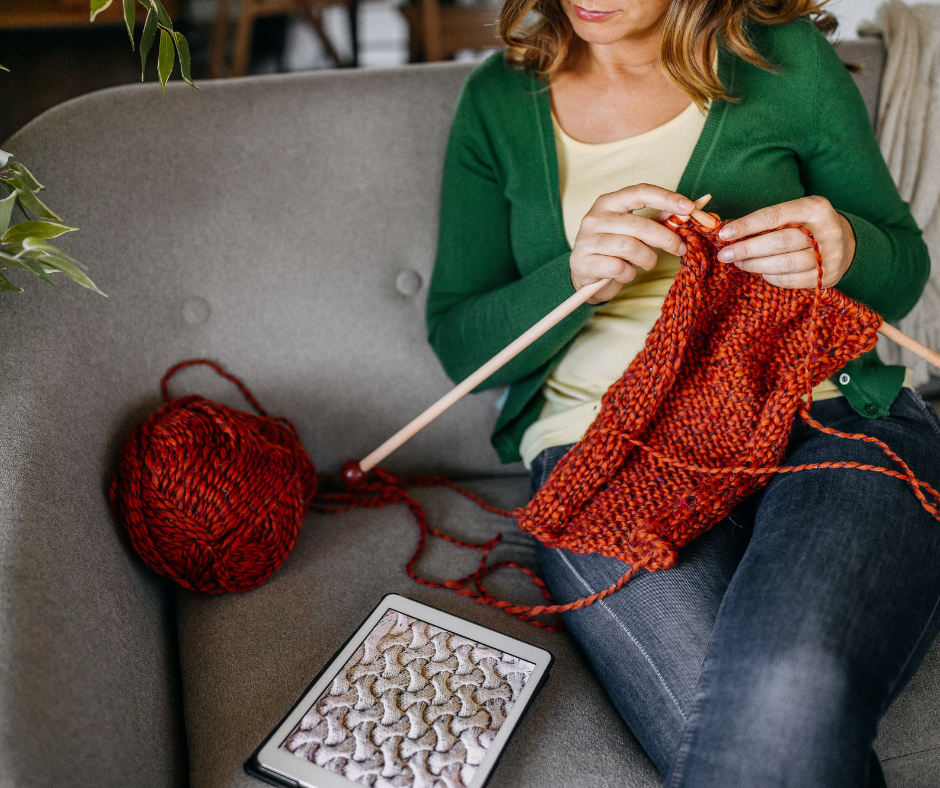 mkal-cables-straight needles-couch-home-knit night-group-live-online-streaming-meeting-bluejeans-zoom